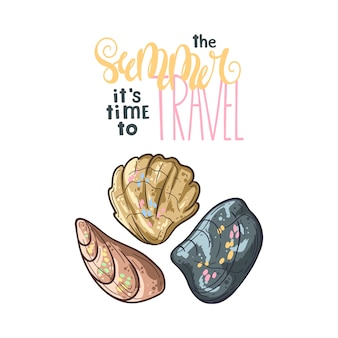 Schelpen schetsen. belettering: in de zomer is het tijd om te reizen.
