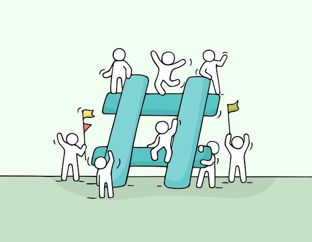 Schets van kleine mensen met grote hashtag. doodle schattige miniatuurscène van arbeiders over internetsymbool. hand getekende cartoon voor social media design.
