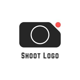 Schiet logo met eenvoudig camerateken. concept van cameraman, camerapictogram, actiecamera, studio, recorder, rec cam. geïsoleerd op een witte achtergrond. vlakke stijl trend moderne merkontwerp vectorillustratie