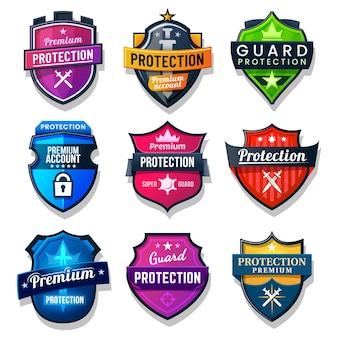 Schildbescherming, beveiliging en veiligheidsbadge borden. internet en web online bescherming van persoonlijke gegevens, antivirusbescherming met zwaard en sterren.