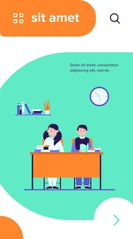 Scholieren in de klas. tiener kinderen zitten aan een bureau en het lezen van boeken platte vectorillustratie
