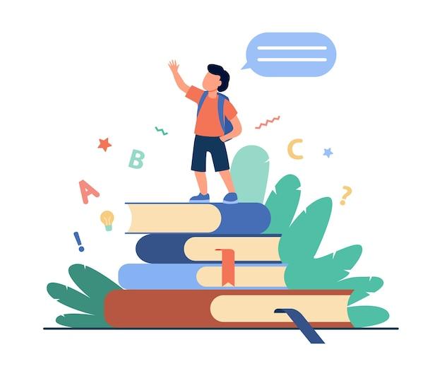Schooljongen die zich op boeken bevindt, hand opheft en spreekt. leerling lezen huis taak rapport platte vectorillustratie. school, onderwijs, kennis