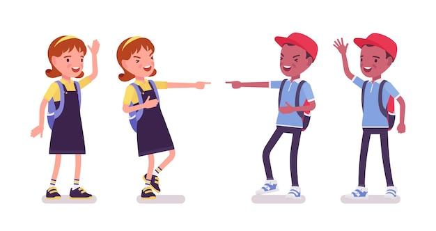 Schooljongen en meisje in een vrijetijdskleding lachen, zwaaien