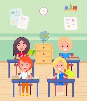 Schooljongen en schoolmeisje zitten bij bureau bij les