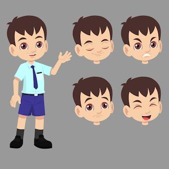 Schooljongen in uniform heeft verschillende gezichtsuitdrukkingen van blij, boos, verdrietig en kalm.