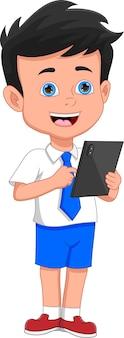 Schooljongen met telefoon tablet op witte achtergrond