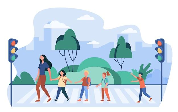 Schoolkinderen en leraar straat oversteken. voetgangers, kinderen, verkeerslicht platte vectorillustratie. oversteekplaats, veiligheid, waarschuwing