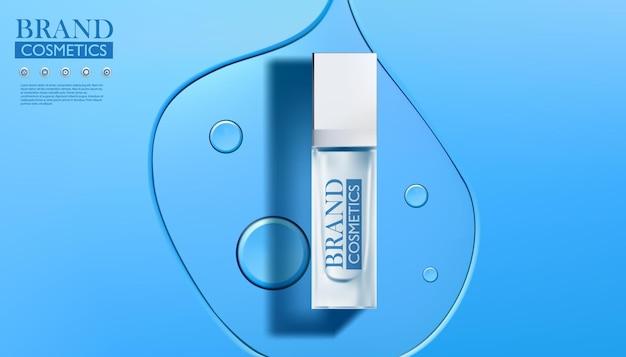 Schoonheidsproduct met transparante vloeistof op blauw