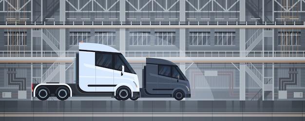 Semi vrachtwagens industrieel pakhuis binnenlandse levering die ladingsconcept verschepen