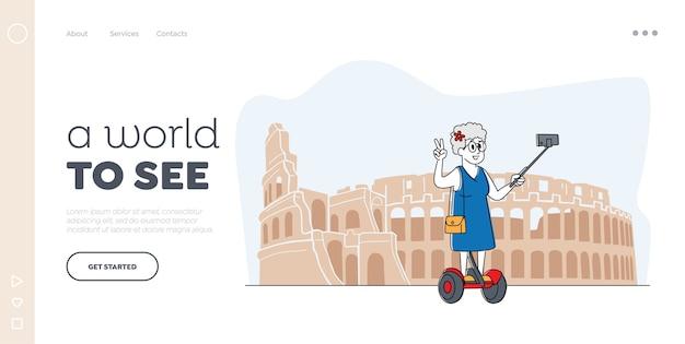 Senior toerist in het buitenland reizen bestemmingspagina sjabloon. oude vrouw teken selfie maken op smartphone staan op hoverboard in coliseum. bejaarde dame in buitenlandse reizen. lineair