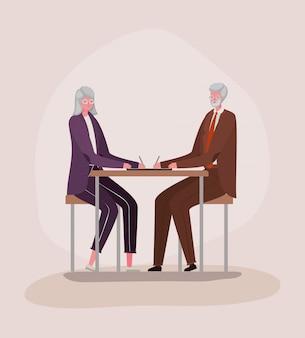 Senior vrouw en man tekenfilms bij bureauontwerp, grootmoeder en grootvaderthema