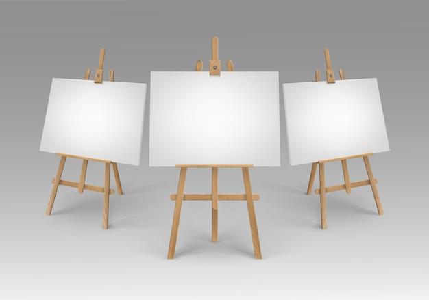 Set bruine sienna houten schildersezels met lege doeken