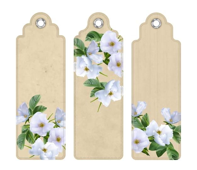 Set decoratieve tags of bladwijzers met witte bloemen