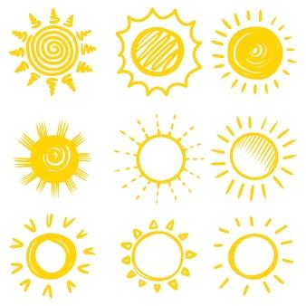 Set doodle zon. ontwerp elementen. vectorillustratie.