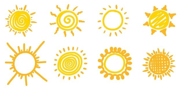 Set doodle zon. ontwerpelementen. vectorillustratie.