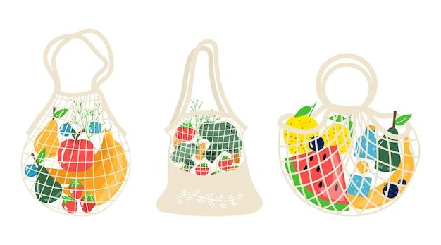 Set eco-winkelnetten met groenten, fruit en gezonde drankjes. zuivelvoer in herbruikbare milieuvriendelijke shoppertas. geen afval, plasticvrij concept. plat trendy ontwerp