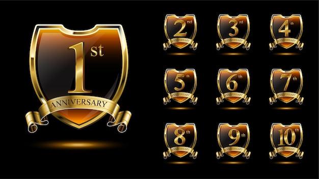 Set elegantie jubileumemblemen met gouden schild en lint Premium Vector