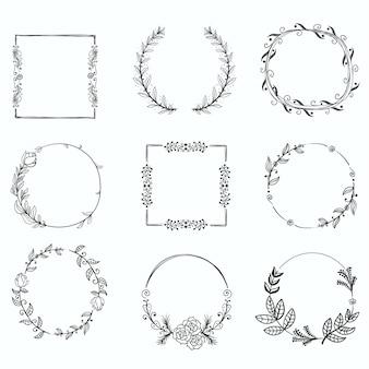 Set floral handgetekende frames, pictogrammen in doodle stijl op wit