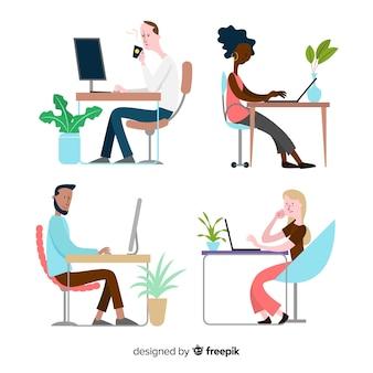 Set geïllustreerde mensen die aan hun bureau werken
