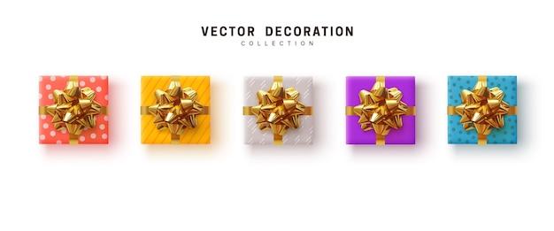 Set geschenkdoos. collectie realistische cadeautjes, inpakpapier met patroon, kleur geel, blauw, paars en roze. plat lag, bovenaanzicht.