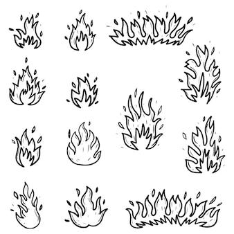 Set hand getrokken vuur en vuurbal geïsoleerd op een witte achtergrond. doodle vectorillustratie.