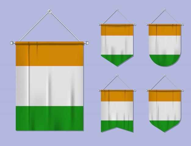 Set hangende vlaggen ivoorkust met textiel patroon. diversiteitsvormen van het land van de nationale vlag. verticale sjabloonwimpel