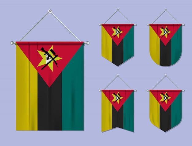 Set hangende vlaggen mozambique met textiel patroon. diversiteitsvormen van het land van de nationale vlag. verticale sjabloonwimpel