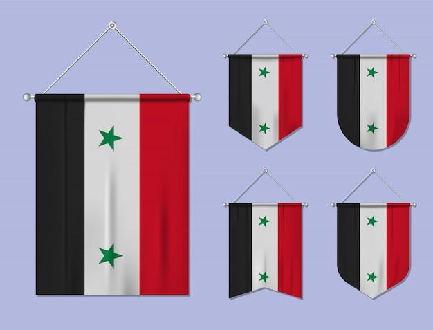 Set hangende vlaggen syrië met textiel patroon. diversiteitsvormen van het land van de nationale vlag. verticale sjabloonwimpel