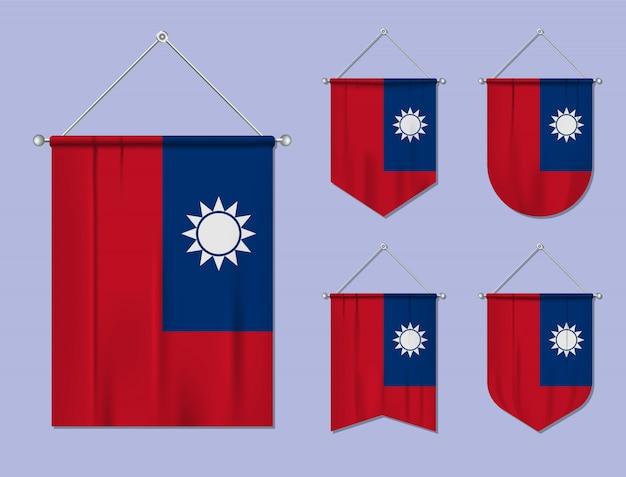 Set hangende vlaggen taiwan met textiel patroon. diversiteitsvormen van het land van de nationale vlag. verticale sjabloonwimpel.