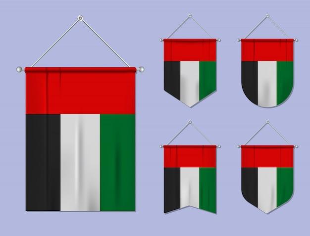 Set hangende vlaggen verenigde arabische emiraten met textiel patroon. diversiteitsvormen van het land van de nationale vlag. verticale sjabloonwimpel