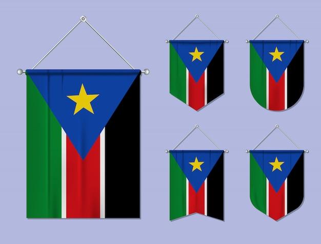 Set hangende vlaggen zuid-soedan met textiel patroon. diversiteitsvormen van het land van de nationale vlag. verticale sjabloonwimpel.