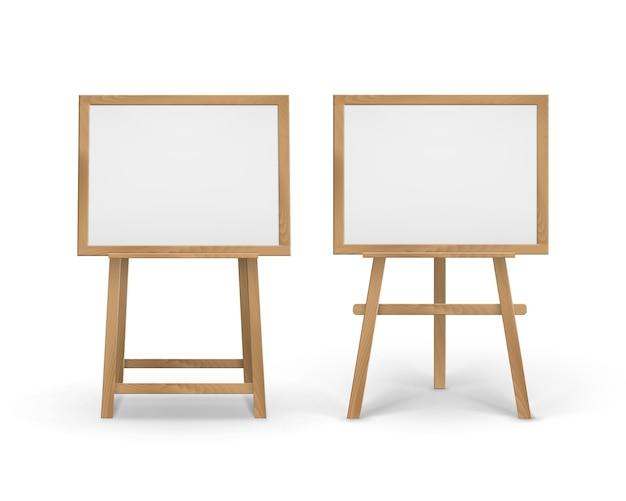 Set houten sienna-borden met schildersezels met lege doeken