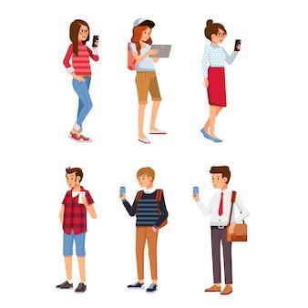 Set isometrische jongeren met behulp van gadget. jonge man en vrouwen die smartphone en telefoontablet gebruiken