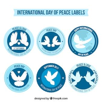 Set labels met duiven voor de dag van vrede