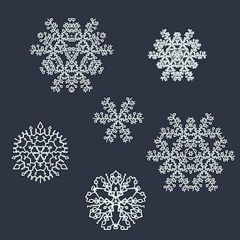 Set lichtblauwe digitale handgetekende sneeuwvlokken