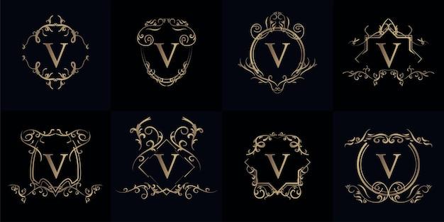 Set logo initiaal v met luxe ornament of bloemenframe