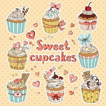 Set met gedecoreerde zoete cupcakes
