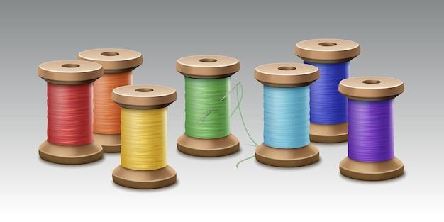 Set multi gekleurde naaien spoelen geïsoleerd op een witte achtergrond