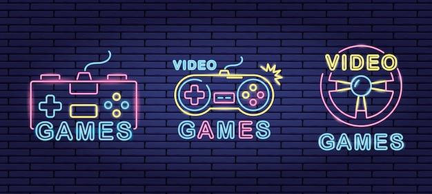 Set objecten gerelateerd aan videogames in neon- en lienal-stijl