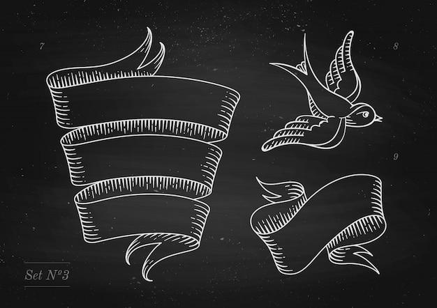 Set oude vintage lintbanners en tekening in gravure stijl op een zwarte schoolbord achtergrond en textuur. hand getekend element. illustratie
