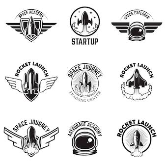 Set ruimte etiketten. raketlancering, astronautenschool. elementen voor logo, label, embleem, teken. illustratie