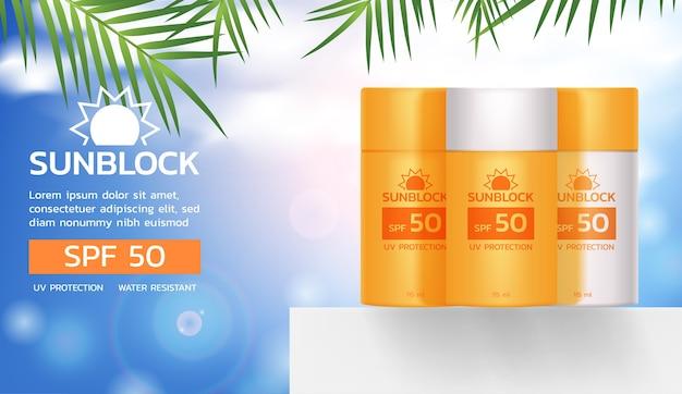 Set sunblock-producten op witte vloer met kokosnootbladerenmalplaatje