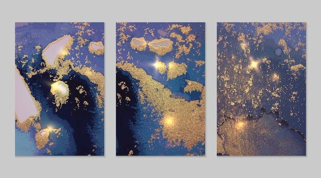Set van abstracte blauwe en gouden achtergronden met marmeren textuur en glanzende glitter