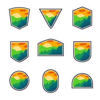 Set van avontuur heuvel en bos berg zonsondergang badge