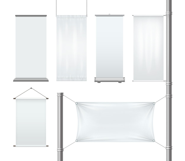 Set van blanco textiel of papier reclame roll-up en hangende banners met plooien en vlag op pijler geïsoleerd op een witte achtergrond.