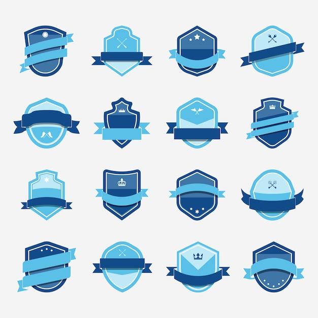 Set van blauwe schild pictogram verfraaid met banner vectoren