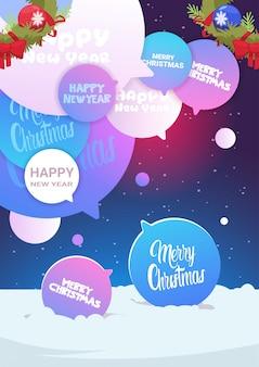 Set van chat bubbels met merry christmas en gelukkig nieuwjaar tekst winter vakantie posterontwerp