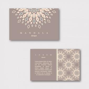 Set van decoratieve visitekaartjes met mandala