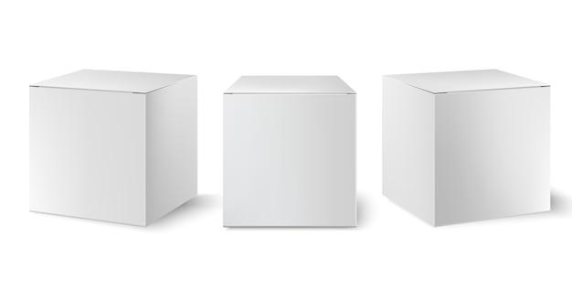 Set van drie witte dozen die onder verschillende hoeken zijn geplaatst. realistisch.