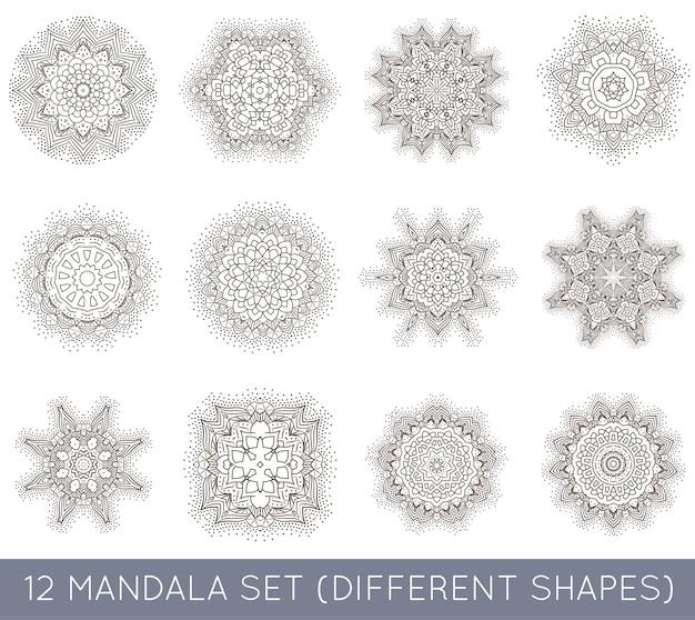 Set van etnische fractal mandala meditatie-tatoeage ziet eruit als sneeuwvlok of maya azteekse patroon of bloem ook geïsoleerd op wit